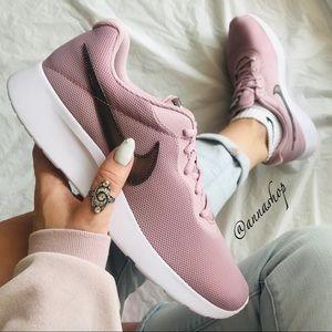 NWT Nike tanjun Pink